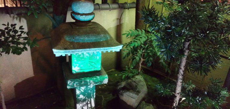 庭園の灯篭をライトアップしました